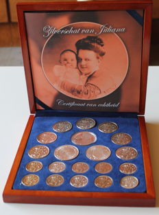 "The Netherlands - 1, 2 1/2 and 10 Guilders 1945/1973 ""Zilverschat van Juliana"" (Silver Treasure of Juliana) -  20 pieces, including silver medal"
