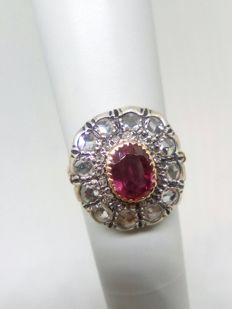 Antique ring – 1 ct ruby – 1 ct diamonds