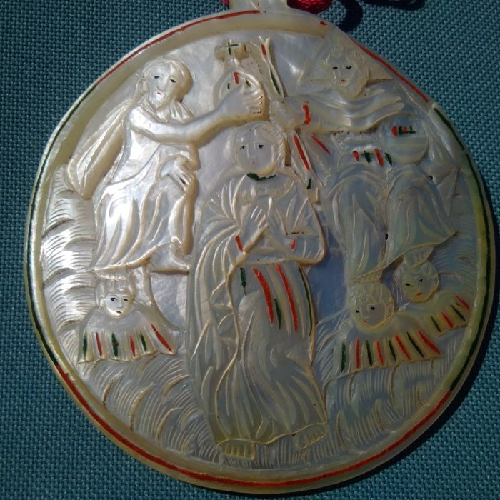 Large pendant in polychrome mother-of-Pearl of Christ and Apostles & Coronation of the Virgin