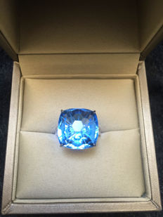 Natural Topaz 14.61 carat diamond, 18K gold ring.