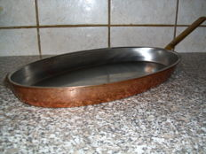 Copper pan with handle