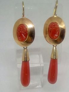 Earrings in yellow gold and coral from Sardinia – size: approx. 6 cm