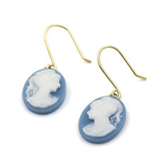 18 kt gold earrings with blue cameo – Diameter: 10.2 mm (approx.).