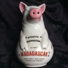 Rare pig pitcher advertisement porcelain enamelled APERITIF QUINQUINA early 20th century 'LE MADASGASCAR'