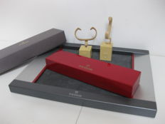 Tudor set made up of a display tray, watch box, two watch stands