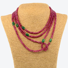 18k / 750 yellow gold - Necklace with emeralds and rubies - Length 186 cm