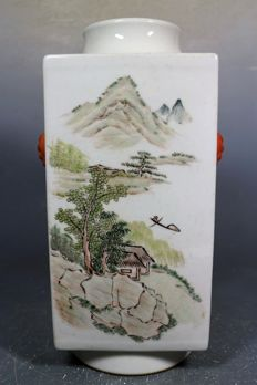 A rare Famille Rose porcelain vase - China - early 20th century