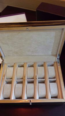 Wooden box to store 10x wristwatches