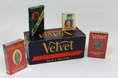 Tobacciana lot with with cigarette packs and packing box   dating from WW2