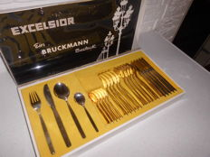 Beautiful 50s cutlery of Bruckman, 6 people marked with 90, in the original beautiful box, very exclusive appearance