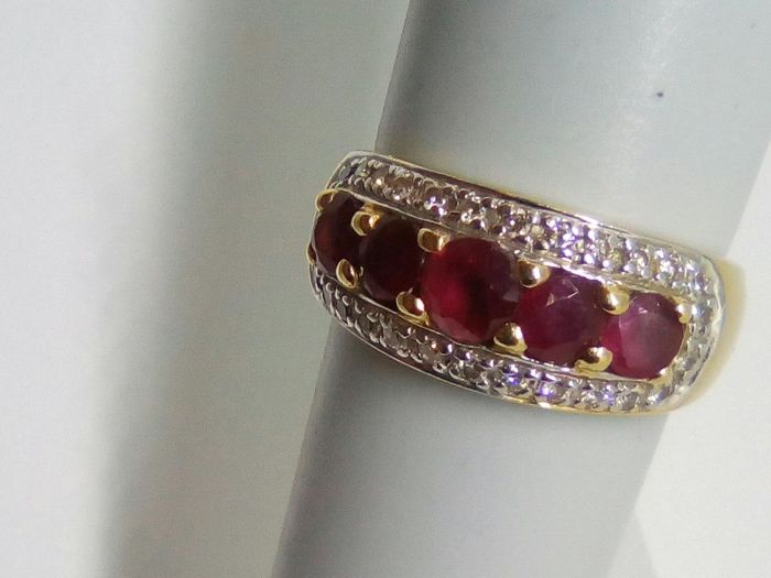 18 kt gold ring with rubies and diamonds for 0.32 ct - Size: 18