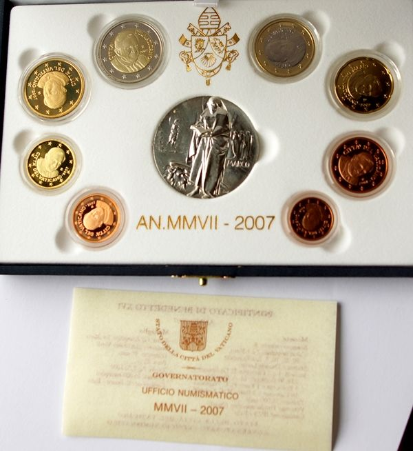 Vatican -- euro 2007 Vatican original coin set Vatican in case with medal -- proof