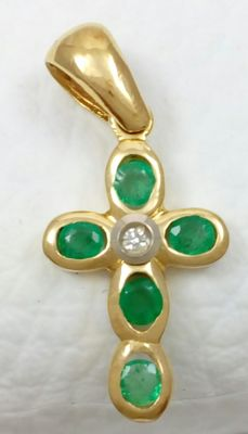 Cross in 18 kt yellow gold with emeralds and diamond of 0.02 ct