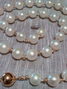 Beautiful necklace with very rare freshwater pearls and 18 kt gold, dating back to around 1969, dimensions from 9 to 9.5 mm
