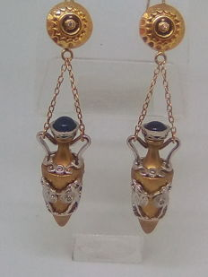 Gold earrings with diamonds and cabochon cut sapphire