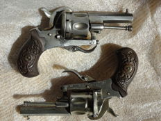2 revolvers with double action with pin, cal 7 mm, marked manuf. of weapons of St Etienne, fake pair