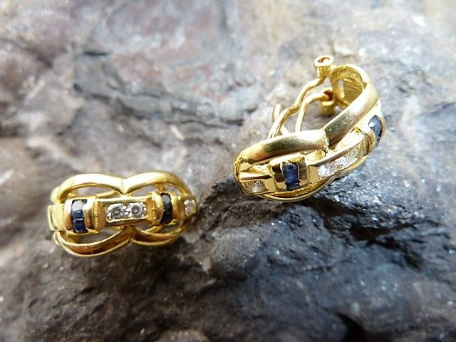 18 kt/750 yellow gold – Earrings with sapphires and zirconias