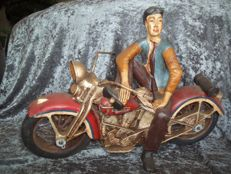 Statue of a motorcyclist on his Harley Davidson, in mint condition - length 45 cm - Weight 3.2 kilos - Very good condition