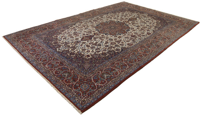Original authentic Persian rug – Hand-knotted – Isfahan extra-fine – Silk and warp and weft – Kork wool – Dimensions: 312 x 203 cm – With certificate of authenticity signed by an official appraiser (Galleria Farah 1970)