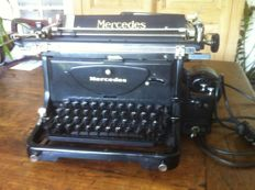 Mercedes electric typewriter, works well