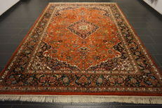 Magnificent handwoven Orient carpet Indo Qom Nain 245 x 340 cm. Made in India.