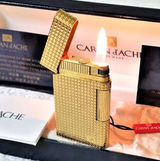 "Caran D'ache: Gold plated ""G"" 24 ct gold plating lighter - Decorated with small starts."