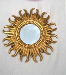 Carved and Gilded Sun / Wood carved and gilded butler mirror in sun shape ca. 1950