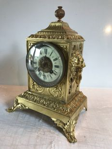 Gilded bronze clock with lion heads – 19th century France