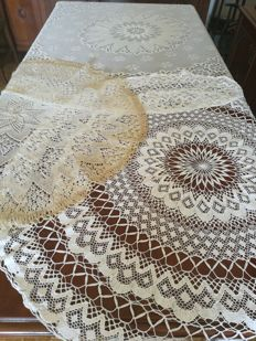 Lot of three round yarn tablecloths - Italy - 1960s