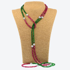18k/750 yellow gold necklace with emeralds, rubies and cultured pearls - Length: 147 cm