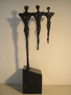 "Corry Ammerlaan van Niekerk - signed sculpture on marble base  - ""diversificatie"" - 28 cm tall"