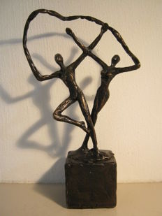"Ger van Tankeren - elegant sculpture on a pedestal - ""Joy"""