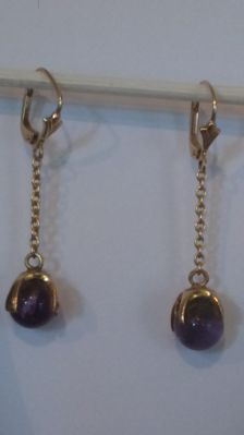 14 kt yellow gold earrings with amethyst beads