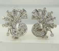 14 kt white gold clip-on earrings with single cut and brilliant cut diamond, approx. 1.40 carat in total, size 2.0 cm x 1.5 cm wide