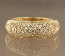 18 kt yellow gold ring set with 80 brilliant cut diamonds of 1.00 carat in pavé setting, ring size 18.5 (58)