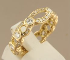 Yellow gold 18 kt ring set with 74 brilliant and single cut diamonds, 1.00 ct, ring size 18 (56)