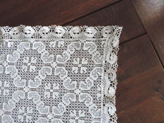 Lace tablecloth of - very fine - cotton, early 20th century