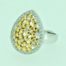 White and yellow gold ring with 0.23 ct of diamonds.