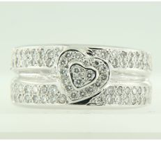 18 kt white gold ring set with 85 brilliant cut diamonds, approximately 0.85 carat in total, ring size 17 (53)