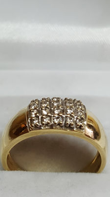 Yellow, 14 kt gold, women's ring set with twenty diamonds, ring size 17.25.