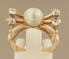 14 kt yellow gold ring set with 7.6 mm cultured pearl and 4 Bolshevik cut diamonds 0.40 carat, ring size 18.5 (58)