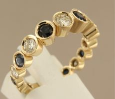 Gold ring, 14 kt, with brilliant cut diamonds and sapphires, ring size 18.5 (58)
