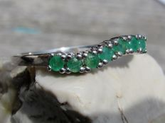14 kt White Gold ring with Emerald. Size: small 16.75