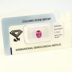 Ruby - 1.70 ct - no reserve
