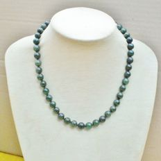 """Jade necklace – 1950s – Colour: """"spinach"""""""