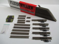 Fleischmann N - 9100/9101/9102/9103/9104/9114/9499 - 37-piece lot of Piccolo rails detachers and railway crossing.