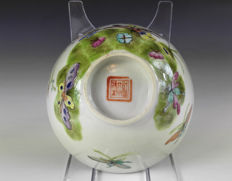 Tongzhi Cup, Flowers and butterflies - China - 19th Century