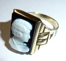 Antique men's ring with relief small image of a man on the side - agate in black and white 10kt gold
