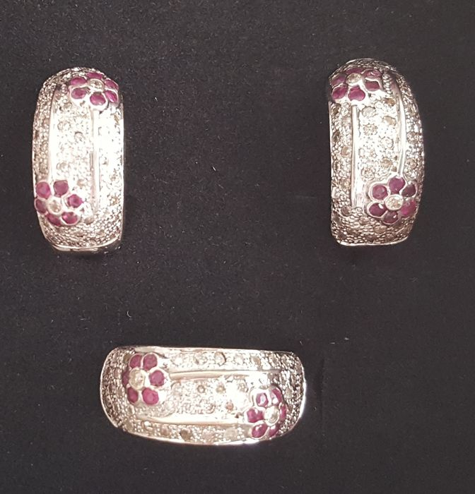 Set of 14 kt white gold earrings and ring with brilliants of 2 ct and rubies of 1 ct – Size:  17.7 mm, 15.5/55.5 (EU)