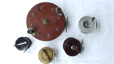 Lot  with 5 angling reels including 1 Milbro and 1 large bakelite reel and 1 small bakelite reel